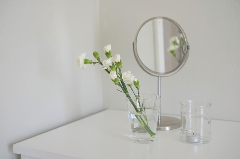 Kukat, peili, kynttilä | Kauniit neliöt