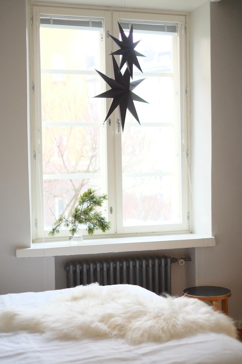 Joulutähdet ikkunassa | Kauniit neliöt